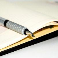 ペンとスケジュール帳