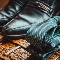 イケメンのイメージ 靴とネクタイ